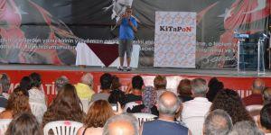 Ataol Behramoğlu, Dikili'de hayranlarıyla buluştu