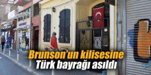 Brunson'un kilisesine Türk bayrağı asıldı