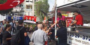 MHP Karşıyaka, aşure dağıttı