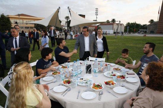 batur,-konak'i-iftar-sofrasinda-bulusturdu-(2).jpeg
