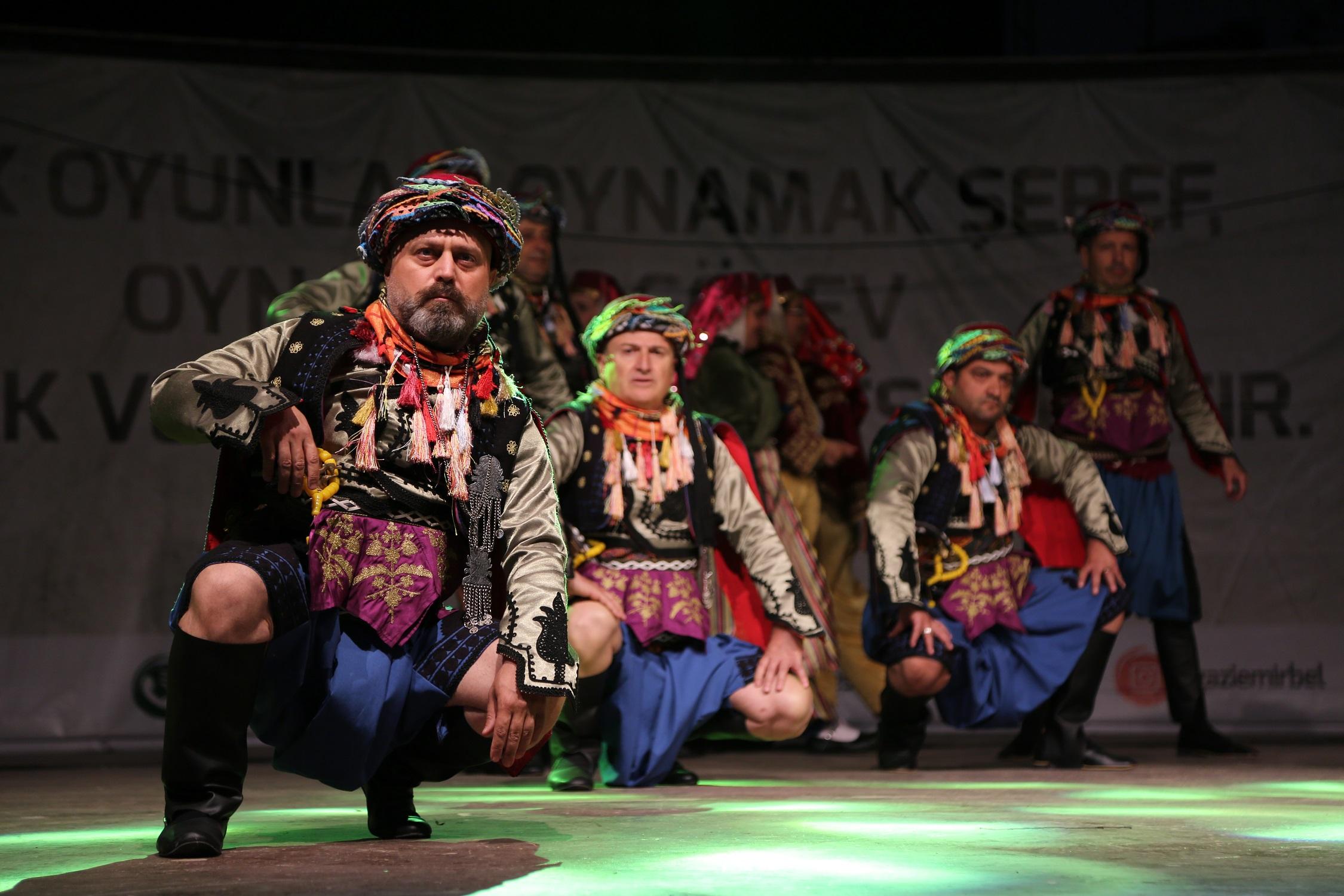 gaziemir'de-halk-danslari-soleni-(1)-(1).jpg