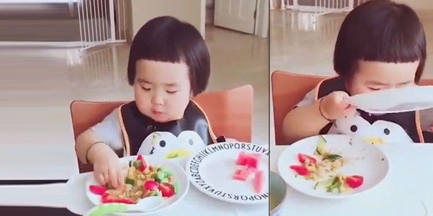 Masada Ne Varsa Silip Süpüren Çocuk